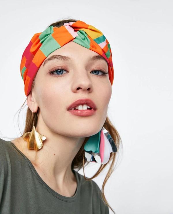 Stilvolle Frisuren mit Haarband für jeden Anlass und jede Jahreszeit bunt sommerlich geometrisch
