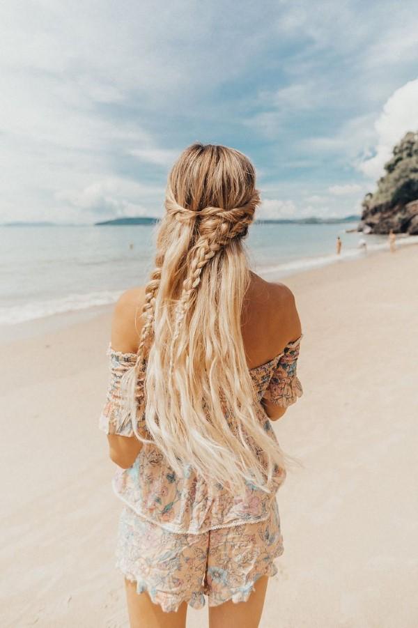 Surfer Frisur – der aktuelle Sommerlook schlechthin strand frisur diy