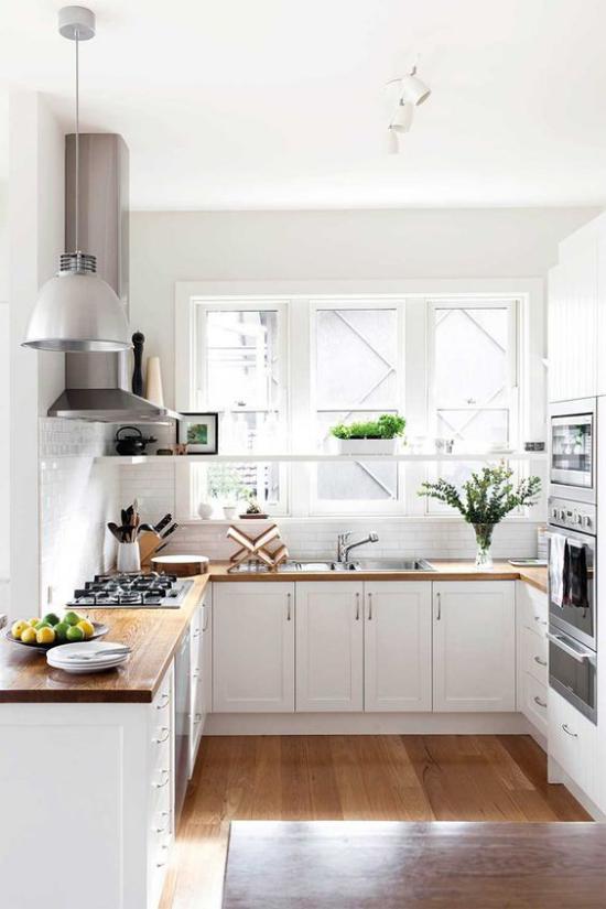 U-Küche gute Anordnung eingebaute Küchengeräte kurze Laufwege Bequemlichkeit beim Kochen