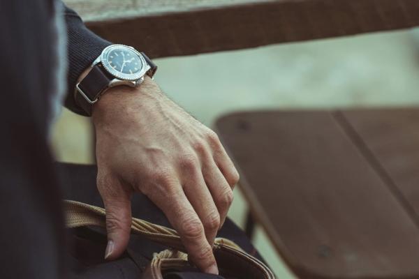 Vorteile, warum Sie eine Armbanduhr tragen sollten Accessoires