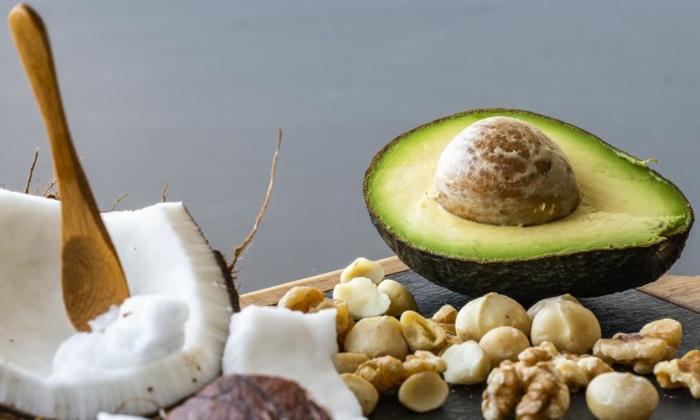 clean eating rezepte beispiel teller frische natuerliche fette
