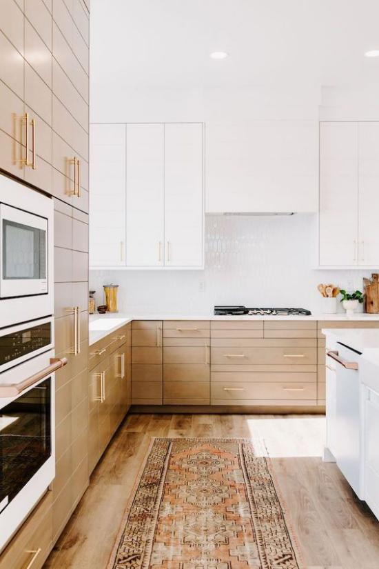 integrierte Dunstabzugshaube Hygiene höchste Priorität in der Küche weiße Schränke helles Holz
