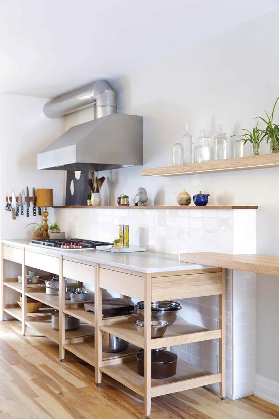 küche ohne hängeschränke offene regale helles holz