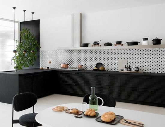 küche ohne hängeschränke offene regale minimalistische einrichtung