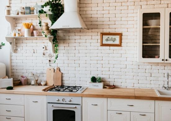 küche ohne hängeschränke offene weisse backsteine opitk wandgestaltung