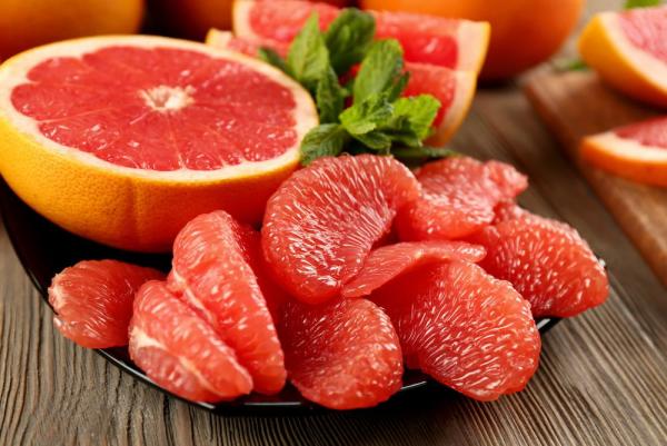 natürliche Fettverbrenner Grapefruit sauer schmeckendes Fruchtfleisch verbrennt das Bauchfett