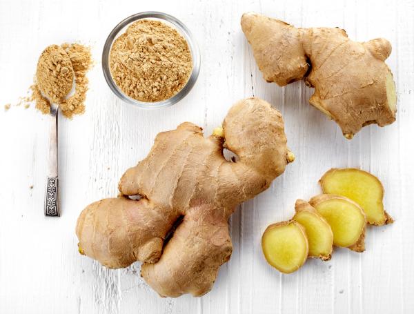 natürliche Fettverbrenner Ingwer Wurzel Pulver einen Ingwertee zubereiten Fett im Körper verbrennen