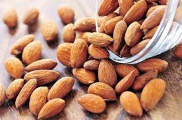 natürliche Fettverbrenner rohe Mandeln zügeln den Appetit enthalten gesunde Fette und Eiweiße