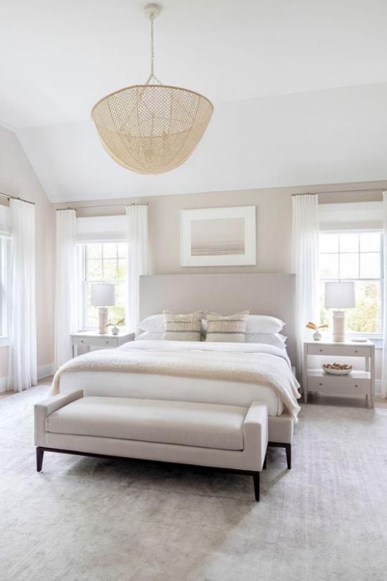 zeitlose Farben neutrale Farbtöne im Schlafzimmer Weiß Hellgrau dominieren eine Oase der Ruhe und Entspannung