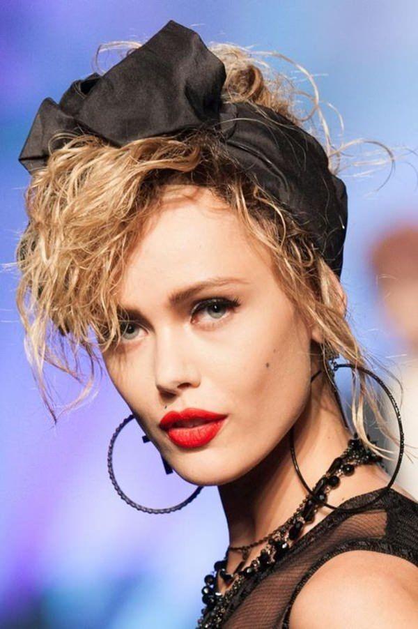 90er Jahre Frisuren erleben ein Comeback mit coolen Schnitten und Styles Bandana Stoff Ideen