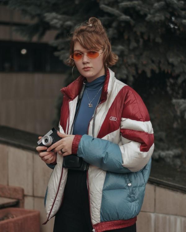 90er-Frisuren erleben ein Comeback mit coolen Schnitten und Styles, Retro-Looks, übergroßen Jacken