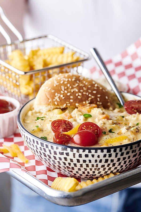 Cheeseburger Suppe – köstliches und gesundes Rezept für Fast Food Fans suppe mit crouton bun
