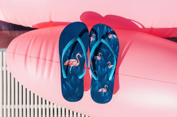 Dedoles Sommerkollektion Sommer-Outfits Flip Flops und Pantoletten