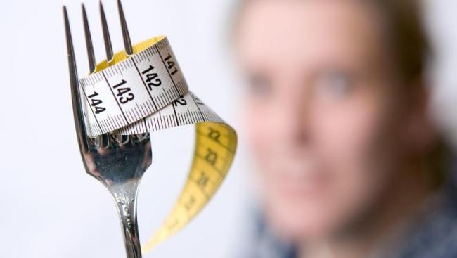 Diät-Regeln Maßband Gabel der Weg zur Traumfigur ist steil
