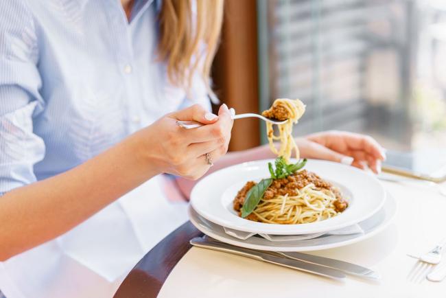 Diät-Regeln Pasta mit gehacktem Fleisch und Tomatensauce schmeckt gut macht aber rundlich