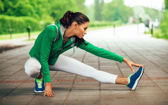 Diätfallen junge Frau beim Sporttreiben das tut Körper und Seele gut