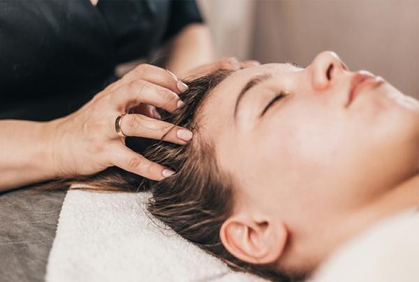 Hausmittel gegen Haarausfall Kopfmassage