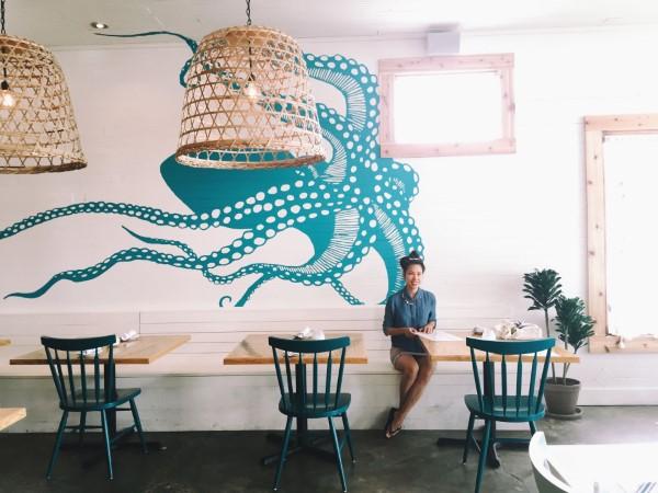 Maritime Tapeten sorgen für ein Sommerfeeling das ganze Jahr über cafe restaurant meeresbewohner