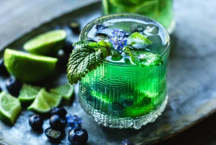 Sommergetränke Mocktails Ideen 2021 mockteils rezepte veilchen und minze