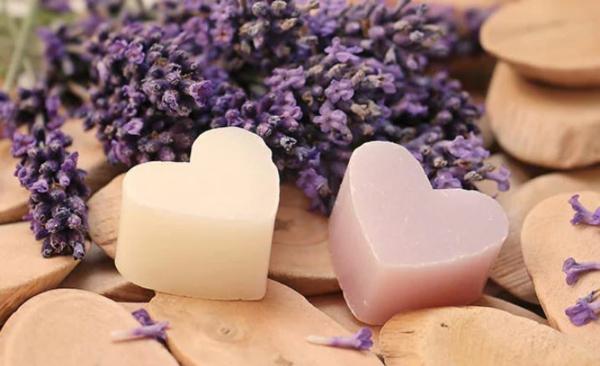 Rezepte für eine selbstgemachte Fußmaske Fußpeeling selber machen mit Lavendel