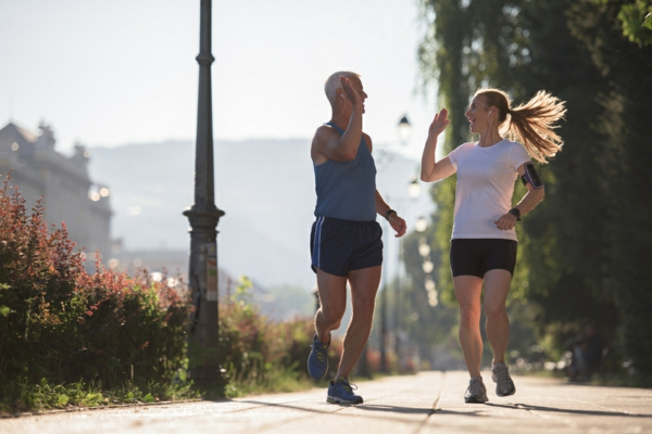 Jogging,Friends,Couple,Congratulate,And,Happy,To,Finish,Their,Morning