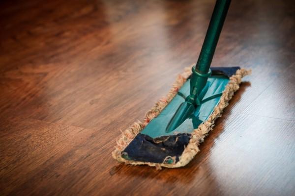 So wird Ihr Frühjahrsputz zu einem echten Erfolg!  Boden reinigen und wischen