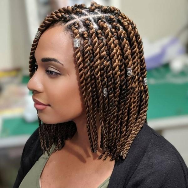Stilvolle und schöne Frisuren für schulterlange Haare afro twist zöpfe