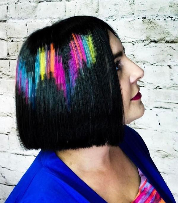 Stilvolle und schöne Frisuren für schulterlange Haare blunt cut regenbogen