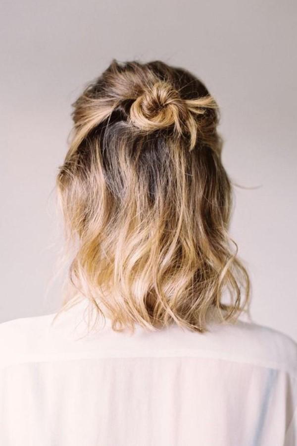 Stilvolle und schöne Frisuren für schulterlange Haare dutt half up half down