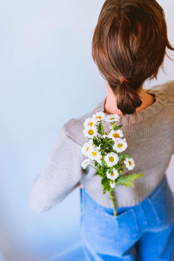 Stilvolle und schöne Frisuren für schulterlange Haare mini dutt tief sitzend