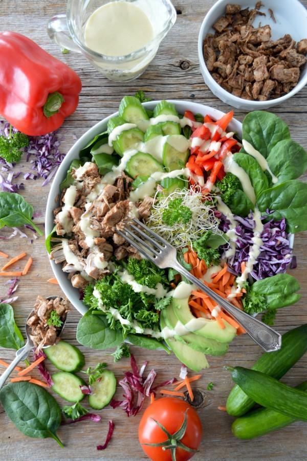 Vegane Jackfruit Rezepte und Wissenswertes über den exotischen Fleischersatz salat mit jackfrucht lecker bunt