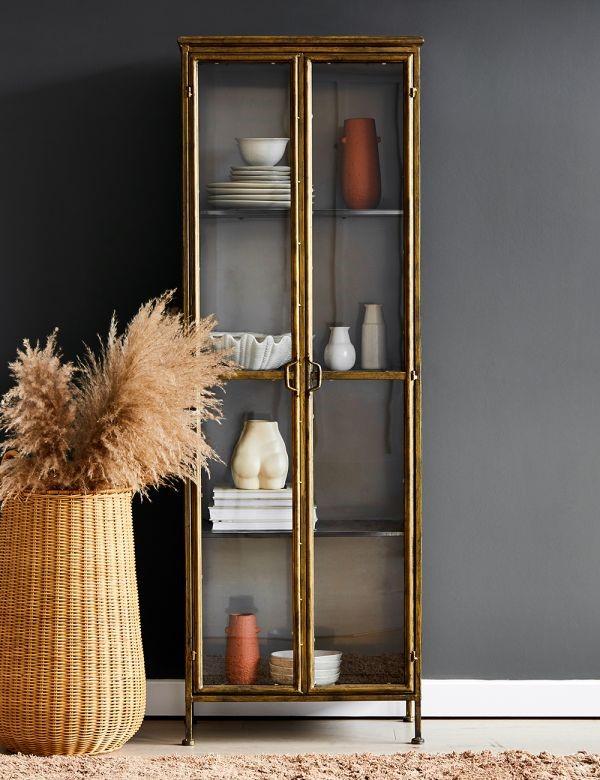 Vitrine dekorieren – Ideen und Tipps für eine gelungene Einrichtung gold rahmen türe