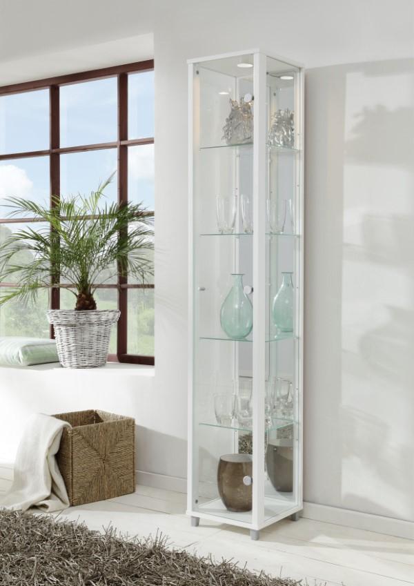 Vitrine dekorieren – Ideen und Tipps für eine gelungene Einrichtung hohes schmales regal schrank glas