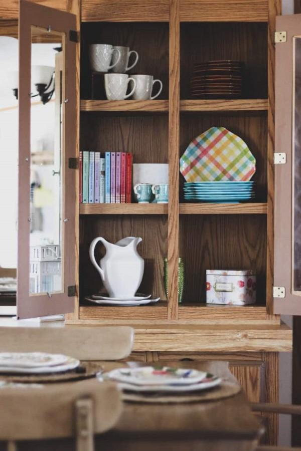 Vitrine dekorieren – Ideen und Tipps für eine gelungene Einrichtung landhaus deko holz