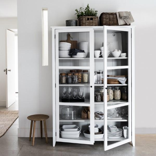 Vitrine dekorieren – Ideen und Tipps für eine gelungene Einrichtung wohnzimmer flur deko regal