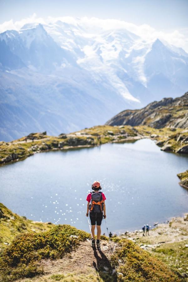 Wandern für die Seele – so gesund ist ein Trekking-Trip durchs Gebirge hiken see landschaft