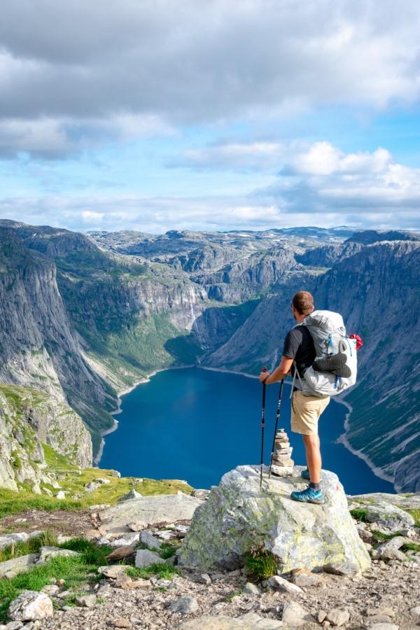 Wandern für die Seele – so gesund ist ein Trekking-Trip durchs Gebirge schöne landschaft wandern