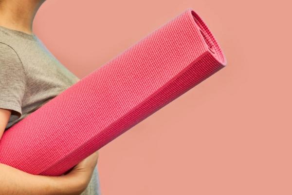 Καθαρισμός και απολύμανση του χαλάκι γιόγκα σας Κάντε τα δικά σας καθαριστικά μαθήματα Γιόγκα