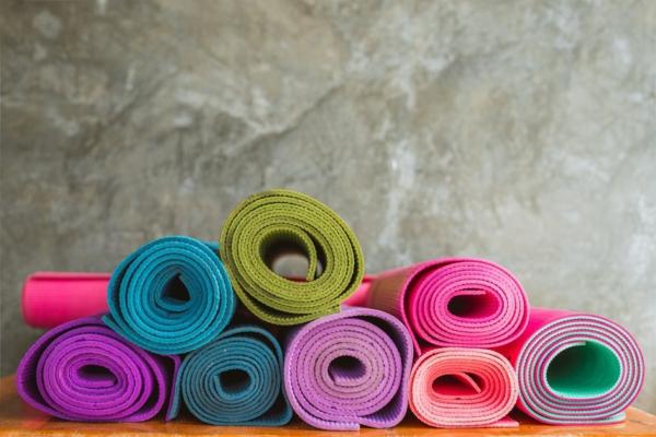 Yogamatten reinigen.  Yogastudio Reinigungsmittel selbst herstellen