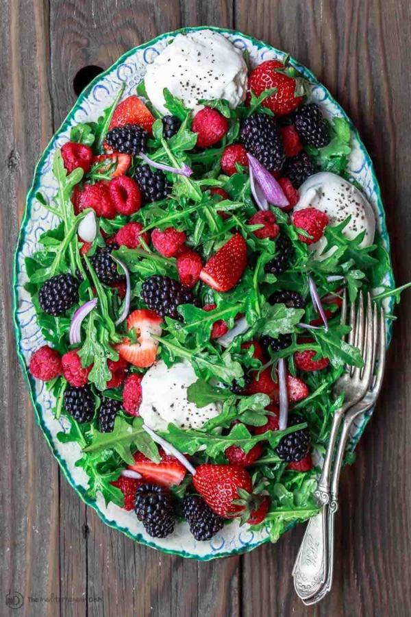 burrata rezept salat mit beeren rucula