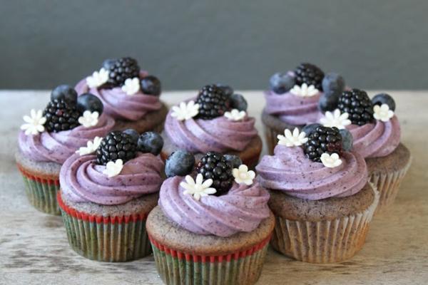 geunde blaubeer muffins mit brombeeren
