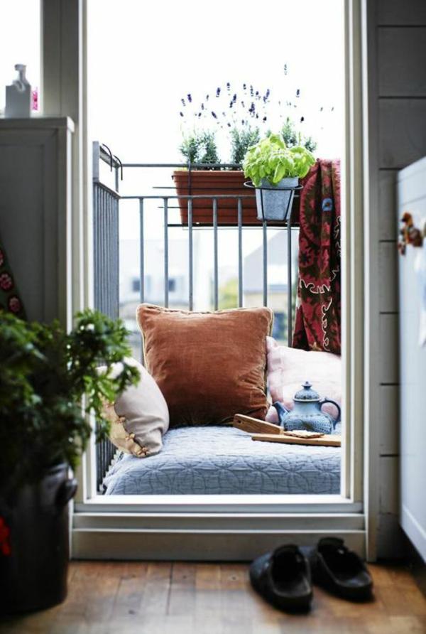 kleiner balkon deko ideen gemütlicher erholungsort
