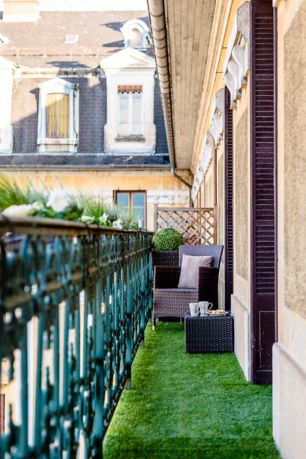 kleiner balkon deko ideen pflanzen gras grüne erholungsoase