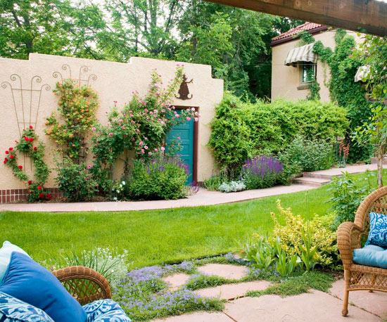 mehr Farbe in den Garten bringen eine Wand Gerüst mit Rosen bepflanzen