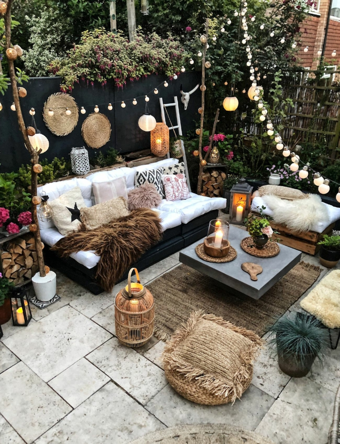 terrasse dekorieren outodoor deko badewanne festlich bodenteppich kuehle abende