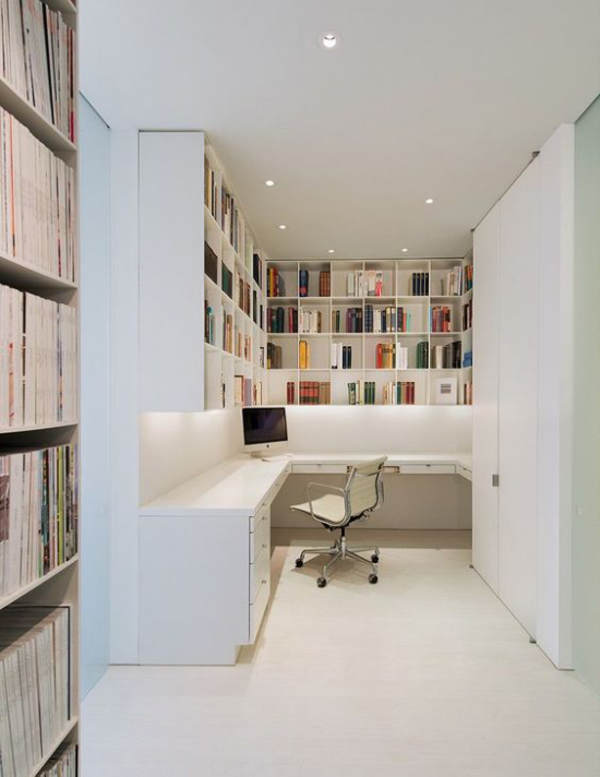 zeitgenössisches Home Office Strahler eingebaute Beleuchtung machen das Heimbüro einladend