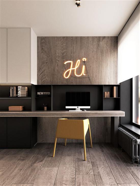 zeitgenössisches Home Office sehr stilvoll in Braunnuancen viel Holz perfekte Ordnung Sauberkeit
