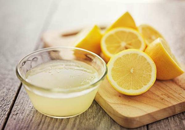 Zitronensaft entfernt Dehnungsstreifen