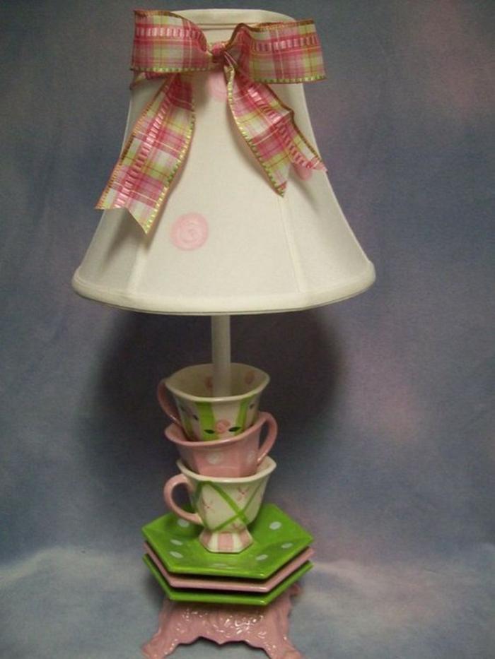 Alte Tassen DIY Ideen vogelfutterhaus tischdeko aus tassen