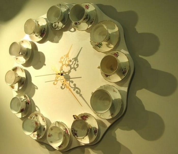 Alte Tassen DIY Ideen weihnachtsdeko creative ideen mit alten küchenutensilien wanduhr
